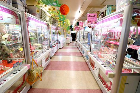 鶴見駅周辺でクレーンゲームができるスポット「アドアーズ鶴見店B館」内観
